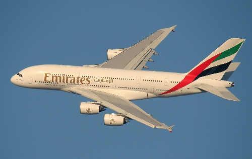 Airbus-A380-Emirates-Airlines-Flug-Dubai-Burj-Al-Arab-Munk