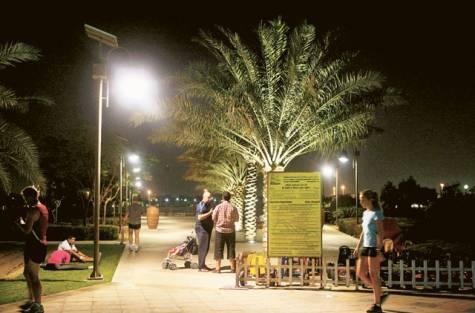 Parque iluminado por energia solar.