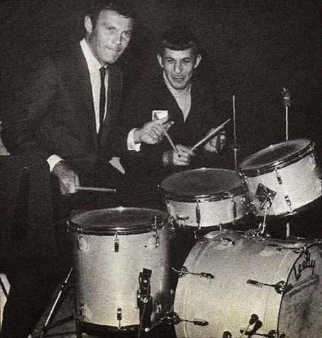 Adam West (Batman) e Leonard Nemoy (Spock) na bateria.
