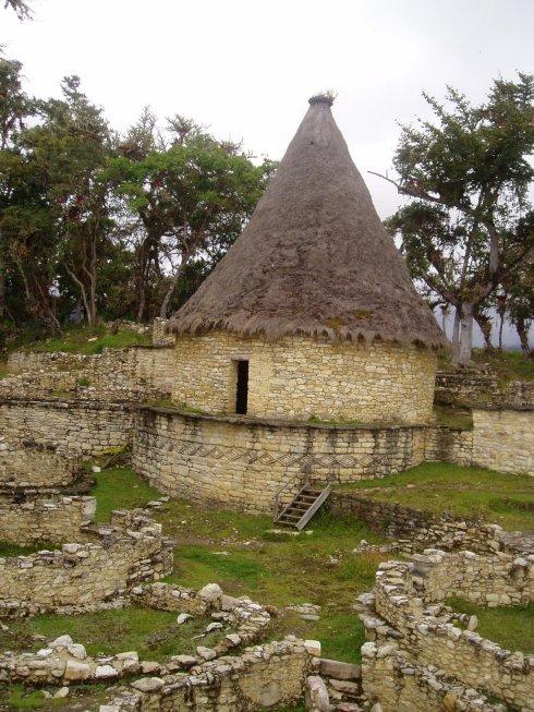 rebuilt house, Kuelap
