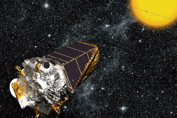 O satélite Kepler detecta planetas observando trânsitos deles à frente de suas estrelas-mães. (Crédito: Nasa)