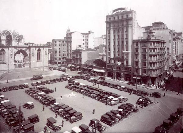 Praça da Sé, 1938, com a catedral ainda em construção. Ela só ficaria pronta 30 anos depois.