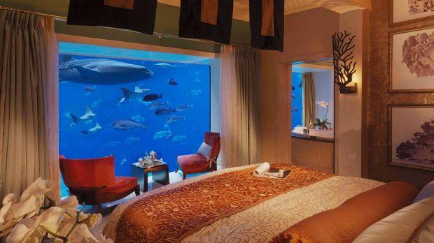006388-02-bedroom-with-aquarium-underwater-view