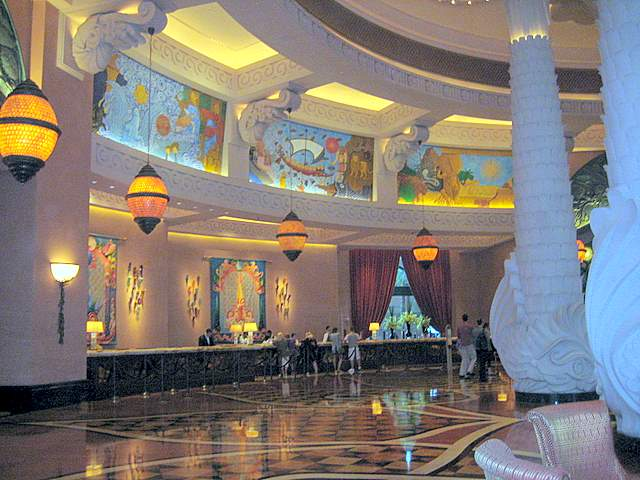 entrance-atlantis-the-palm-hotel-dubai
