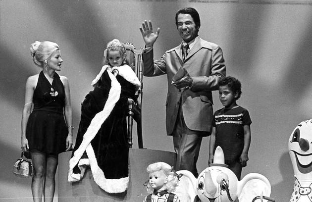 """SS no quadro """"Boa noite, Cinderela"""", na TV Globo na década de 1970."""