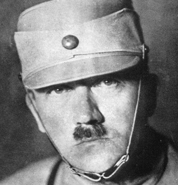 Hitler baniu esta foto porque seu olhar gelado o fazia parecer um bobão.