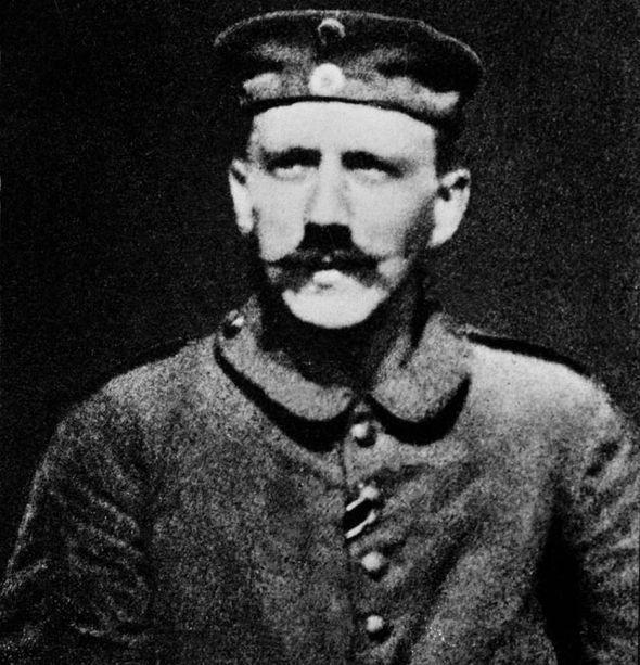 O jovem cabo Hitler no exército alemão na 1ª Guerra Mundial.