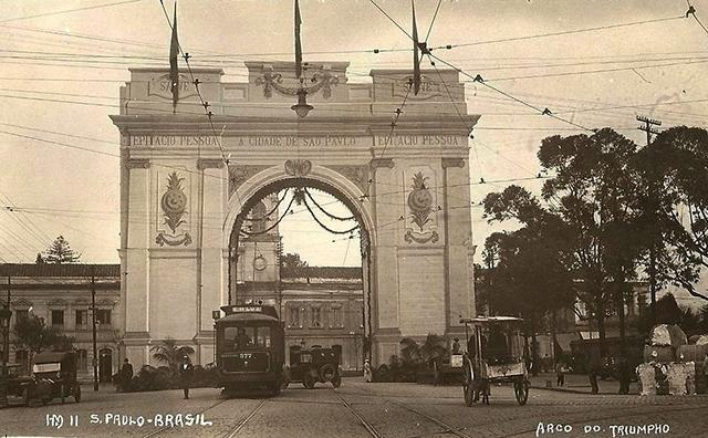 O Arco do Triunfo paulistano, em agosto de 1921.