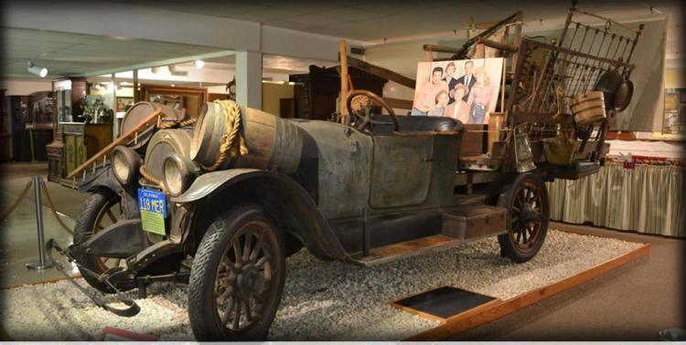 """carro-caminhão da série """"Família Buscapé"""", hoje em um museu."""