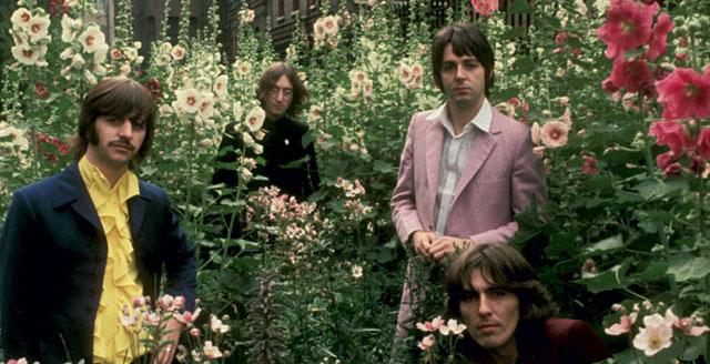 """Os Beatles na época em que sonhavam com sua versão de """"O Senhor dos Anéis""""."""