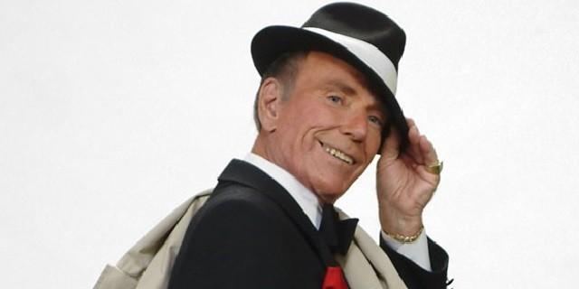 O cantor Duke Hazlett, sósia de Frank Sinatra, que participou de pegadinha da Record em 1963