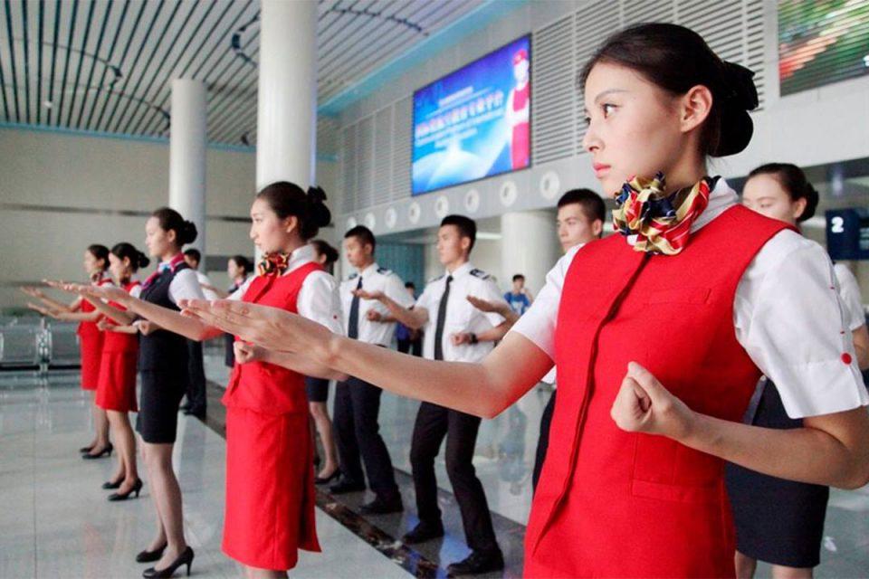 Companhias asiáticas costumam ensinar kung-fu aos seus comissários (Divulgação)