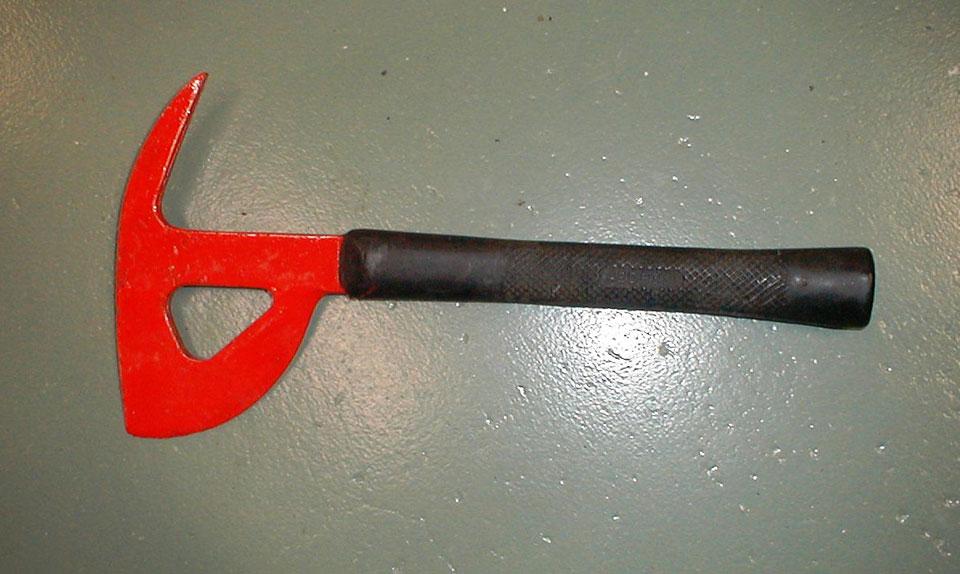 O machado que os aviões carregam é exatamente como esse na foto (Ebay)