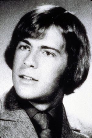 Quem diria... Aos 18 anos, ele era gago e só conseguia se expressar melhor no palco da escola.