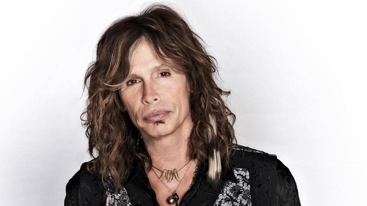 O fato é que Steve Tyler se tornou líder e vocalista de uma das maiores bandas de rock de todos os tempos, Aerosmith... Como se não bastasse, ainda é o pai da linda Liv Tyler!