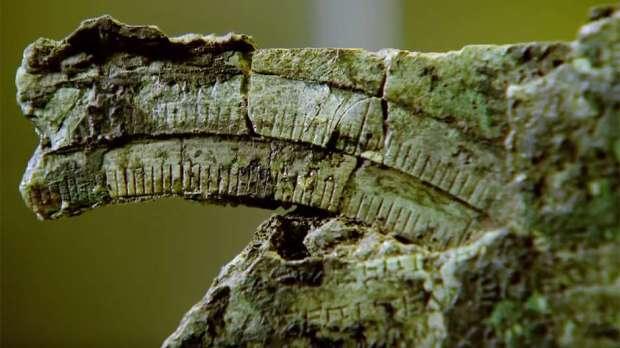 No começo o artefato não dizia nada aos cientistas, mas eles logo notaram que as peças traziam marcas e inscrições