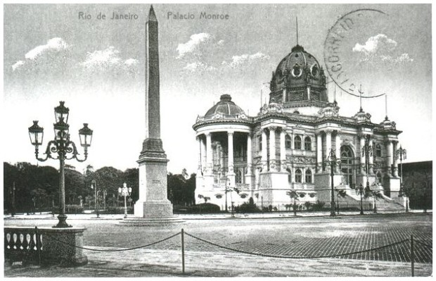 O Palácio Monroe localizava-se na Cinelândia, no centro da cidade brasileira do Rio de Janeiro,