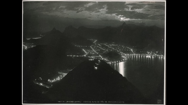 Vista do Alto do Pão de Açúcar durante a noite