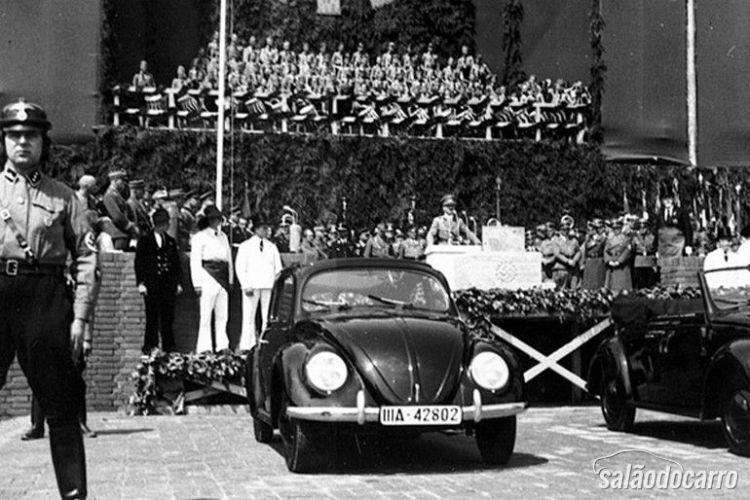 O lançamento do carrinho do povo por Hitler.